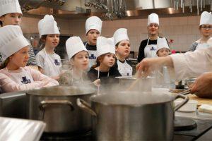 enfants-participant-activites-culinaire-ITHQ